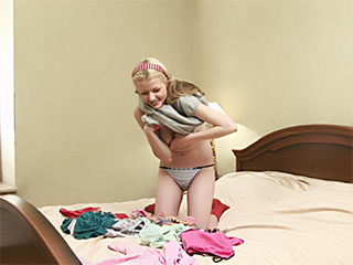 XXX; markieren Sie die unberührten eiterigen Abb. (die Kleidung, das unberührte Mädchen, der Hund, das Büro)